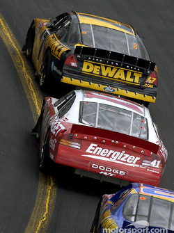 Matt Kenseth leading Jimmy Spencer