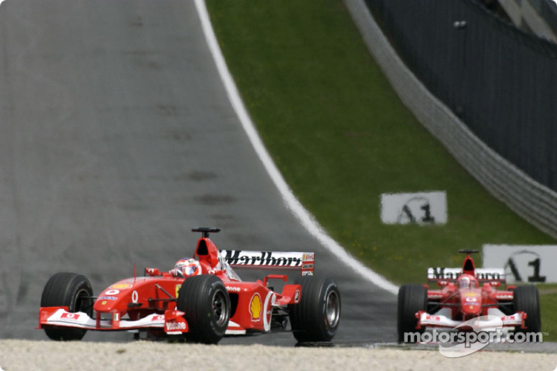 Third lap: Rubens Barrichello and Michael Schumacher