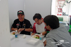 Adrian Fernandez and Luis Diaz have lunch