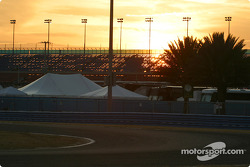 6PM: the night practice session is about to start under a lovely Florida sunset