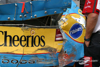 Damage on John Andretti's car