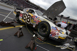 Dale Jarrett's crew at work