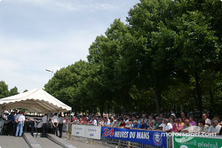 Crowd at scrutineering