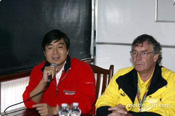 Press meeting at Bridgestone motorhome