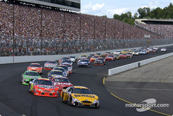 The start: Matt Kenseth and Jeff Gordon lead the field
