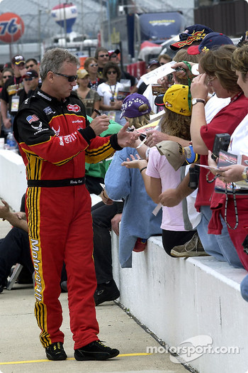 Ricky Rudd signs autographs