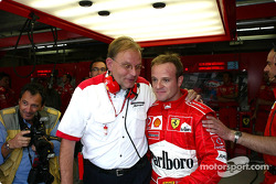Rubens Barrichello celebrates pole with Kess Van de Grint
