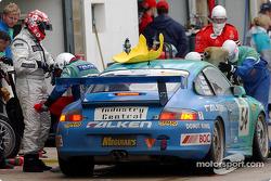 Pitstop for #54 John Teulan Porsche 911 GT3 RC: Paul Morris, Peter Fitzgerald, Scott Shearman, John Teulan