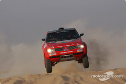Stéphane Peterhansel and Jean-Paul Cottret test the Mitsubishi Pajero Evolution