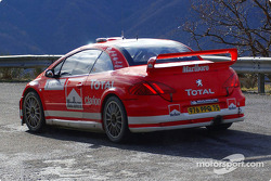 Freddy Loix and Sven Smeets test the Peugeot 307WRC in its 2004 livery