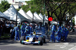 Sauber Petronas demo in Kuching: pitstop simulation for Felipe Massa