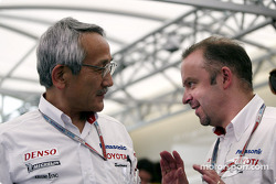 Toyota team principal Tsutomu Tomita with Mike Gascoyne