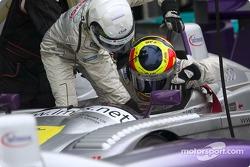 Pitstop for #8 Audi Sport UK Team Veloqx Audi R8: Allan McNish, Pierre Kaffer