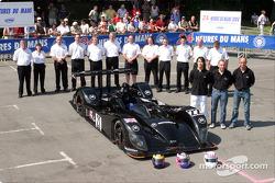 Team photo: Zytek Engineering with drivers Andy Wallace, David Brabham, Hayanari Shimoda