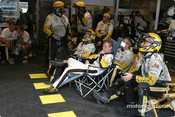 Jan Magnussen and the Corvette Racing crew watch the race between two pitstops