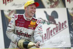 Podium: champagne for Tom Kristensen