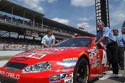 Jimmy Spencer's team pushes the #4 to the grid