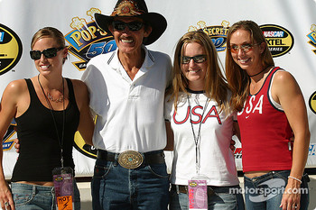 Grand Marshall Richard Petty with United States Olympians Amanda Beard, Leah O'Brien-Amico and Kim Rhode