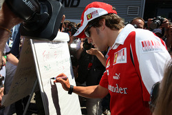 Fernando Alonso, Scuderia Ferrari, The drivers predict the score for the England v Germany football match