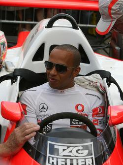 1986 McLaren Tag MP4/2C (Alain Prost): Lewis Hamilton