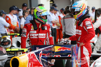 Felipe Massa, Scuderia Ferrari and Fernando Alonso, Scuderia Ferrari takes a look at the Red Bull Racing