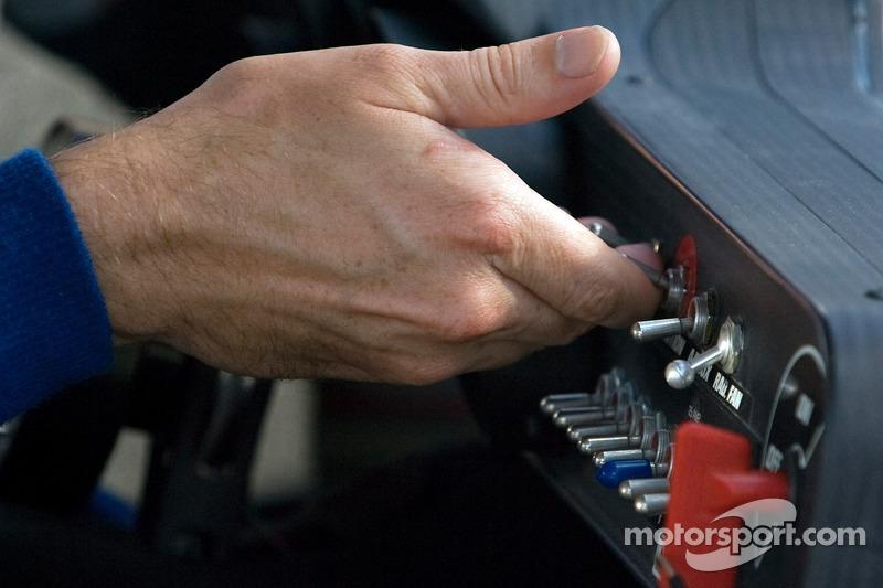 Kurt Busch, Penske Racing Dodge starts his car