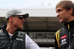 Michael Schumacher, Mercedes GP, Vitaly Petrov, Renault F1 Team