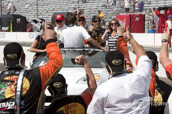 Race winner Jamie McMurray, Earnhardt Ganassi Racing Chevrolet has a victory tour