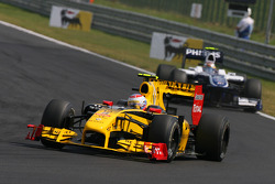 Vitaly Petrov, Renault F1 Team leads Nico Hulkenberg, Williams F1 Team