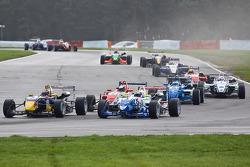 Jean-Eric Vergne overtakes James Calado