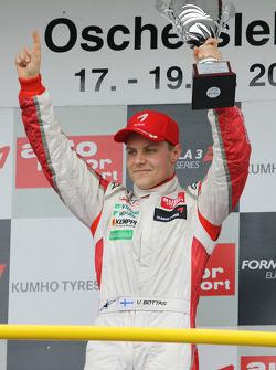 Podium: race winner Valtteri Bottas, ART Grand Prix Dallara F308 Mercedes