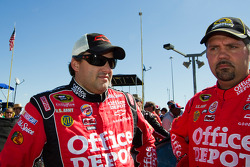 Tony Stewart, Stewart-Haas Racing Chevrolet and Darian Grubb