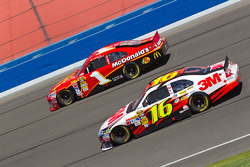 Jamie McMurray, Earnhardt Ganassi Racing Chevrolet, Greg Biffle, Roush Fenway Racing Ford