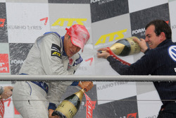 Podium: series champion and race winner Edoardo Mortara, Signature Dallara F308 Volkswagen