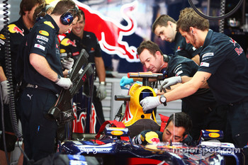 Red Bull Racing RB6 of Sebastian Vettel, Red Bull Racing is prepared by mechanics
