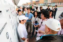 Kamui Kobayashi, BMW Sauber with the media