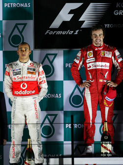 Podium: race winner place Fernando Alonso, Scuderia Ferrari, second place Lewis Hamilton, McLaren Mercedes