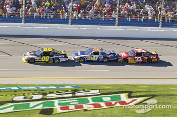 David Reutimann, Michael Waltrip Racing Toyota, Marcos Ambrose, JTG Daugherty Racing Toyota, Clint Bowyer, Richard Childress Racing Chevrolet