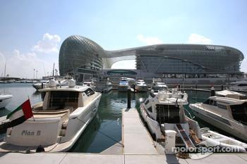 Yas Marina Circuit, Yas Hotel