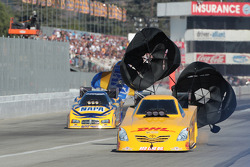 Jeff Arend (near) Ron Capps (far)