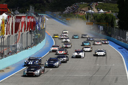 Start: #9 Hexis AMR Aston Martin DB9: Frédéric Makowiecki, Yann Clairay leads the field