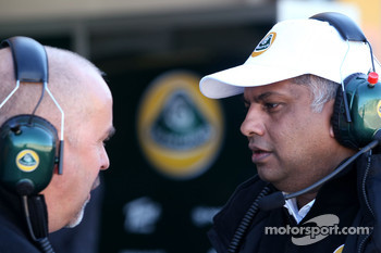 Mike Gascoyne, Team Lotus project managerTand Tony Fernandes, Team Lotus F1T