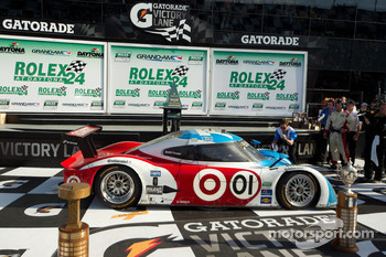 DP victory lane: class and overall winners Joey Hand, Scott Pruett, Graham Rahal and Memo Rojas