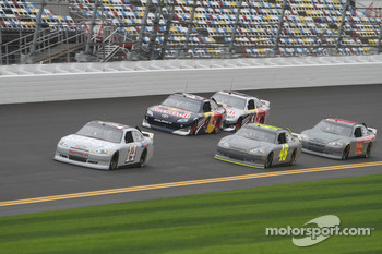Tony Stewart, Stewart-Haas Racing Chevrolet leads a group of cars