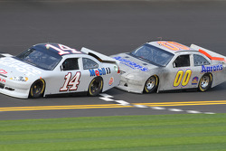 Tony Stewart, Stewart-Haas Racing Chevrolet and David Reutimann, Michael Waltrip Racing Toyota