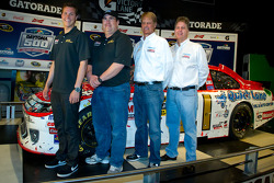 Champion's breakfast: 2011 Daytona 500 winner Trevor Bayne, Wood Brothers Racing Ford with Donnie Wingo, Eddie Wood and Len Wood