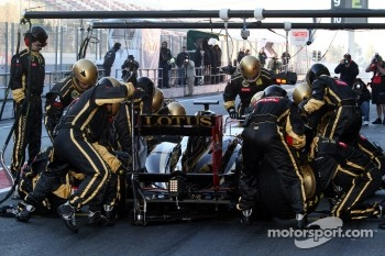 Practice makes perfect, Renault team practicing pit stops
