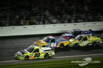 Matt Crafton, ThorSport Racing Chevrolet; Chris Fontaine, Toyota; Kyle Busch, Kyle Busch Motorsports Toyota