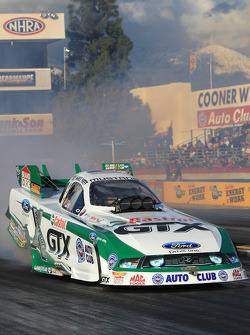 Mike Neff during his burnout aboard his Castrol GTX Ford Mustang