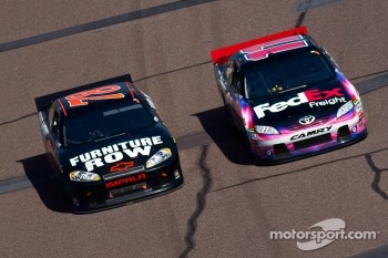 Regan Smith, Furniture Row Racing Chevrolet and Denny Hamlin, Joe Gibbs Racing Toyota